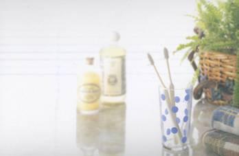 洗面所の歯ブラシと歯磨き粉